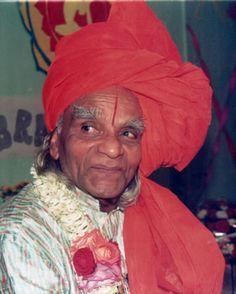 Bellur Krishnamachar Sundararaja Iyengar - great pic of Guruji