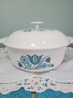 Cast Iron Casserole Dish, Casserole Dishes, Bar Keepers Friend, Chip And Dip Bowl, Vintage Cooking, Vintage Box, Pennsylvania, Tulips, 1950s