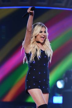 """Kelsea Ballerini Lights Up the ACCAs Stage with """"Dibs"""" 