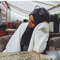 Immagine di fashion, girl, and hijab Stylish Hijab, Hijab Chic, Muslim Women Fashion, Islamic Fashion, Hijabi Girl, Girl Hijab, Hijab Outfit, Hijabs, Modele Hijab
