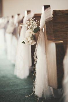 archzine.fr wp-content uploads 2015 09 1-choisir-la-housse-de-chaise-pour-mariage-pas-cher-avec-un-voilage-blanc-et-fleurs.jpg