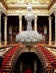 Baccarat crystal bannisters of the horseshoe shaped Crystal Staircase, Dolmabahce Palace, Istanbul. Luxury Staircase, Grand Staircase, Staircase Design, Historical Architecture, Art And Architecture, Istanbul Travel, Unusual Buildings, Baccarat Crystal, Crystals