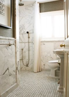 12x12 marble tile stacked wainscotting with chair rail (Mina Brinkley) - bathrooms