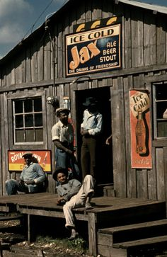"Living quarters and ""juke joint"" for migratory workers, a slack season; Belle Glade, Fla. (February 1941)"