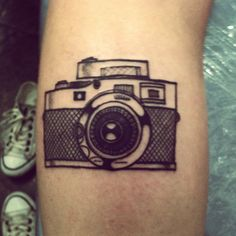 New Vintage Camera Tattoo Ink Pictures 35 Ideas Piercing Tattoo, Piercings, Tattoo Ink, Tattoo Flash, Camera Film Tattoo, Camera Tattoo Design, Picture Tattoos, Tattoo Photos, Cool Tattoos
