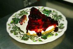 Yubaba Cafe Bistro. G. Olympiou 2, Koukaki. The Hungry Hippo Cheesecake.
