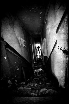 Hmmm... this kinda reminds me of my hallway....