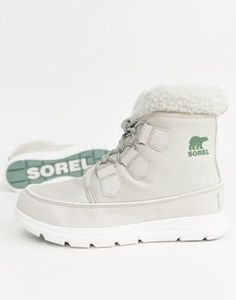 Sorel Explorer Carnival Waterproof Nylon Boots With Microfleece Lining at ASOS. Shop this season's must haves with multiple delivery and return options (Ts&Cs apply). Womens Snowboard Jacket, Snowboard Girl, Snowboard Apparel, Snowboarding Style, Snowboarding Women, Burton Snowboards, Kitesurfing, Surf Girls, Michael Jordan