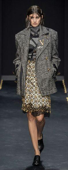 Versace Herbst/Winter - Pret-a-porter Christian Siriano, Christian Lacroix, Fashion 2020, Runway Fashion, Fashion Outfits, Womens Fashion, Fashion Trends, Lou Doillon, Julien Macdonald