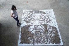 Портрет из 20 000 семян подсолнухов