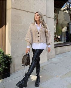 Classy Winter Outfits, Winter Fashion Outfits, Cute Casual Outfits, Look Casual Chic, Outfit Winter, Plaid Fashion, Look Fashion, Outfits Con Camisa, Looks Street Style