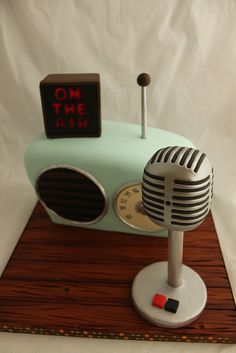 Retro Radio Grooms cake by Andreas SweetCakes, via Flickr