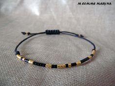 Bracelet d'amitié réglable en perles Miyuki delica Doré et noir Minimalisme Bohochic Bohemian Bohostyle : Bracelet par m-comme-maryna Boho Chic, Bohemian, Comme, Boho Fashion, Beaded Bracelets, Men, Etsy, Jewelry, Bangle Bracelets