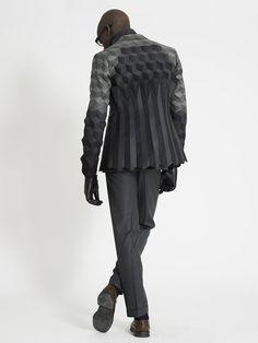 Menswear collection by Ichiro Suzuki, futuristic fashion Ichiro Suzuki, Estilo Geek, 3d Mode, High Fashion, Mens Fashion, 3d Fashion, Gypsy Fashion, Origami Fashion, Modern Fashion