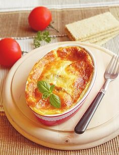 Comfort Food: Gratin Eggplants (in Romanian) Side Recipes, Baby Food Recipes, Cooking Recipes, Eggplant Dishes, Chocolate Trifle, Romanian Food, Hungarian Recipes, Food Design, Macaroni And Cheese