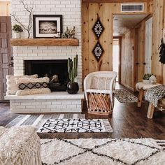 Boho Living Room Discover Lounge and Dining Room Inspiration for your Vintage Home with Kate Beavis Brick Fireplace Decor, Rustic Mantle Decor, Fireplace Seating, Rustic Country Decor, Rustic Cottage, Modern Country, Rustic Style, Rustic Wood, Dining Room Inspiration