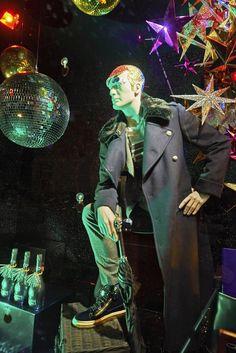 Pin for Later: Cette Année, les Grands Magasins Ont Vu les Choses en Grand Pour Leurs Décorations de Noël Harvey Nichols, Londres