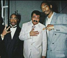 Oddly Photoshopped Picture of a Turkish Folk Musician with Tupac and Snoop Dogg Snoop Dogg, Cs Go Funny, History Of Hip Hop, Tabu, Mood Pics, Videos Online, Naruto Wallpaper, Rapper, Photoshop