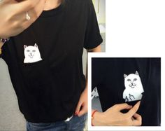 This cat peeking from the pocket may look cute, but pull the pocket down and he's actually a real badass sittin' there flippin' the bird at everyone.    One Size fits medium to large Shoulder: 37cm Chest: 82cm    Length: 46cm   Sleeve:16cm