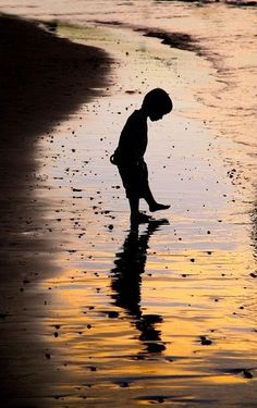 Fun & Creative Ideas for Beach Pictures Silhouette Fotografie, Silhouettes, Amazing Photography, Art Photography, Beach Photography Children, Pinterest Photography, Levitation Photography, Exposure Photography, Creative Photography
