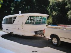 1960 Holiday House Vintage Travel Trailer Camper - I would love to see inside this camper.love the style and all the windows! Old Campers, Little Campers, Vintage Campers Trailers, Retro Campers, Vintage Caravans, Camper Trailers, Classic Campers, Classic Trailers, Retro Caravan