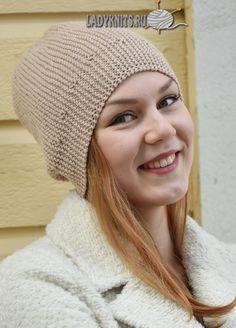Простая шапка бини выполненная спицами поперёк