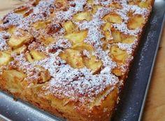 TORTA CON MELE E AMARETTI SENZA BURRO E OLIO Ricotta, Torte Cake, French Toast, Deserts, Food And Drink, Cooking Recipes, Dishes, Breakfast, Sweet
