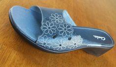 CLARKS Denim BLUE WHITE EMBROIDERED cutout FLOWER Daisy WEDGE SLIDE SANDALS Sz 8 #Clarks #Slides #Casual