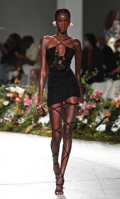 Moda Aesthetic, Aesthetic Clothes, Look Fashion, Fashion Show, Fashion Design, Runway Fashion Outfits, Runway Clothing, High Fashion Models, High Fashion Dresses