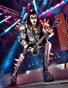 I was there!! Row 8! ->KISS and Motley Crue performed in St Louis Photography, concert photography, music, rock music, hard rock, heavy metal, classic rock, makeup, hair, guitars, drums, boots