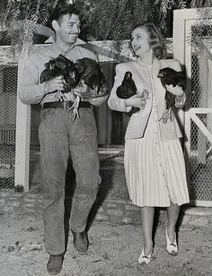 Clark Gable, Carole Lombard, and some chickens!  I love this pic and Clark Gable too!