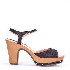 Sandalia pulsera Weekend by Pedro Miralles en piel color negro grabada #shoes #ss16 #inspiration  #shoeporn #sandals #zapatos #moda #calzado #madeinspain