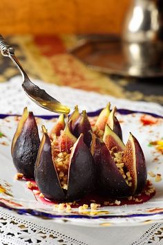 Figs with Honey, Almonds and Spices..