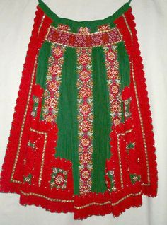 Apron of Kalotaszeg, Transsylvania, today Romania, former Hungary Folk Costume, Costume Dress, Costumes Around The World, Hungarian Embroidery, Textiles, Aprons Vintage, World Cultures, Crochet Dolls, Traditional Dresses