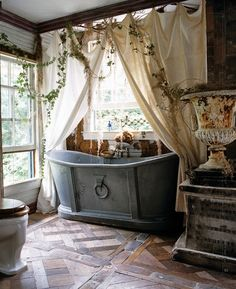 Antique cast stone Tub, in a perfect corner room of the house; surrounded by nature <3  Lovely romantic place to have your Boho love nights with your special one