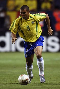 Ronaldo of Brazil runs with the ball during the FIFA World Cup Finals 2002 Second Round match between Brazil and Belgium played at the Kobe Wing. Ronaldo Inter, Ronaldo 9, Cristiano Ronaldo, Brazil Football Team, Football Boys, World Football, Brazilian Ronaldo, David Beckham Manchester United, Samba
