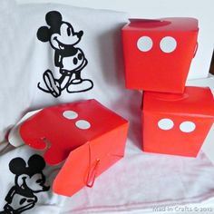 """DIY Mickey Mouse favor boxes - so simple and cute! ~ for the little surprises """"Mickey Mouse"""" will leave for the girls in our hotel room!"""