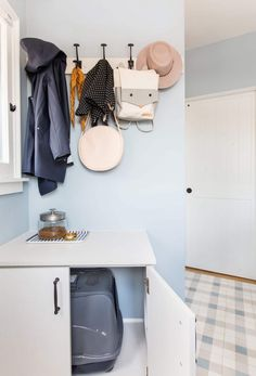 The Perfect Cat Box Hideaway! How to hide a litter box with style Custom Furniture, Wood Furniture, Life Falling Apart, Old Doors, Decorating Small Spaces, Clutter, Laundry Room, Storage, Yurts