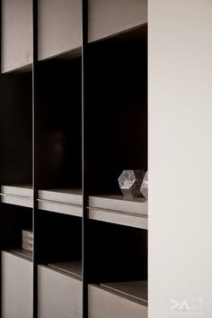 Shelving detail:
