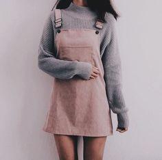 Jesienna stylizacja ze sztruksową sukienką