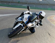 Wallpaper photos of the 2013 BMW S1000RR HP4 in high-res : theTHROTTLE