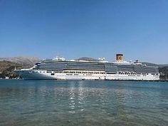 Costa Deliziosa. (στο Αργοστόλι). Ιδιοκτησία: Carnival Corporation & plc. Διαχείριση: Costa Crociere. Παρθενικό ταξίδι στις 05/02/2010. 92.700 GT ~ 294 μ.μ ~ 32,30 μ.πλάτος ~ 16 κατ/τα ~ 21,6 knots ~ 2.828 επιβ. ~ 1.100 α.πλ.