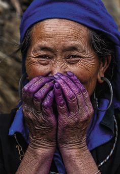 Sapa lady with Purple hands - Vietnam