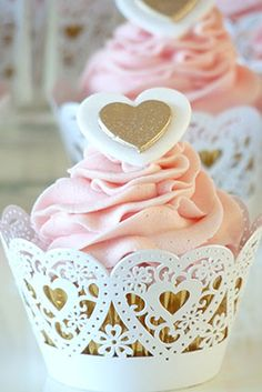 Super Cupcakes Pink And Gold Cup Cakes Ideas Pretty Cupcakes, Pink Cupcakes, Wedding Cupcakes, Cupcake Cookies, Engagement Party Cupcakes, Cupcake Frosting, Themed Cupcakes, Cupcake Wrappers, Wedding Cake