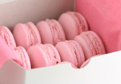 """Strawberry macarons with strawberry buttercream filling from Sophistimom - Eat Your Books is an indexing website that helps you find & organize your recipes. Click the """"View Complete Recipe"""" link for the original recipe. Strawberry Macarons Recipe, Strawberry Buttercream, Buttercream Filling, Macaron Recipe, Macaroons Flavors, Pink Macaroons, French Macaroons, Yummy Treats, Delicious Desserts"""