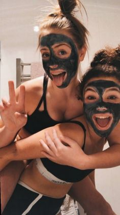 VSCO Girls Best Friends Funny Sleepover Face Masks Aesthetic Besties Photo Poses Ideas Summer Casual - Source by jjperlewitzz - outfits 2020 Photos Bff, Best Friend Photos, Best Friend Goals, Cute Photos, Bff Pics, Funny Photos, Beautiful Pictures, Prom Pics, Beautiful Places