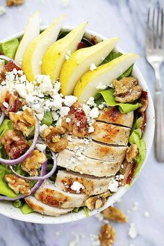 Grilled Chicken, Bacon, and Pear Salad with Poppyseed dressing is made with crisp romaine lettuce, tender and juicy grilled chicken . Chicken Bacon, Grilled Chicken, Chicken Recipes, Chicken Salads, Turkey Bacon, Healthy Food List, Healthy Eating, Healthy Salads, Healthy Dinner Recipes