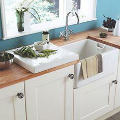 Astracast Belfast ceramic sink with weir overflow. A traditional Belfast Sink with side weir overflow. White Ceramic Kitchen Sink, Ceramic Sink, Farmhouse Style Kitchen, New Kitchen, Kitchen Ideas, Kitchen Decor, Kitchens And Bedrooms, Home Kitchens, Rustic Kitchens