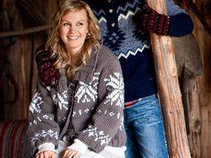 Muhkea villa-akryylilankainen Kyllikki-neuletakki on helppo yhdistää erilaisiin asuihin. Vajaamittaiset hihat ovat ihanteelliset lyhyille käsille. Korosta halutessasi vyötäröä mustalla nahkavyöllä. Malli: Lea PetäjäKoko: S/M-L-XL-XXLValmiin jakun mitat: Vartalon ympärys 108-116-124-132 cm, koko pituus 57-5… Christmas Sweaters, Fashion, Moda, Fashion Styles, Christmas Jumper Dress, Fashion Illustrations, Tacky Sweater