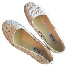 Lace flats Cream colored lace ballet flats. Worn only once! Shoes Flats & Loafers